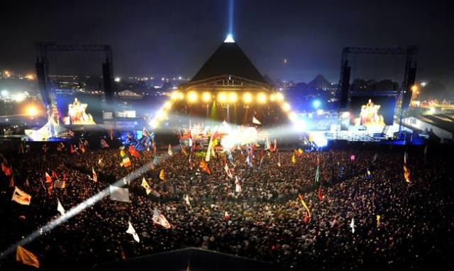 El impresionante escenario Pirámide del festival de Glastonbury.