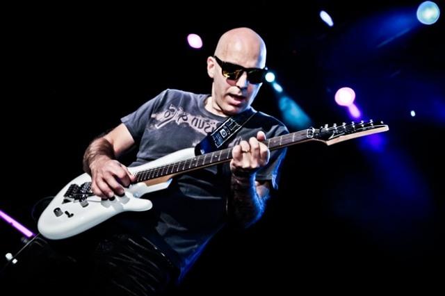 El virtuosismo de Joe Satriani llega a Gijón, Sevilla y Bilbao.