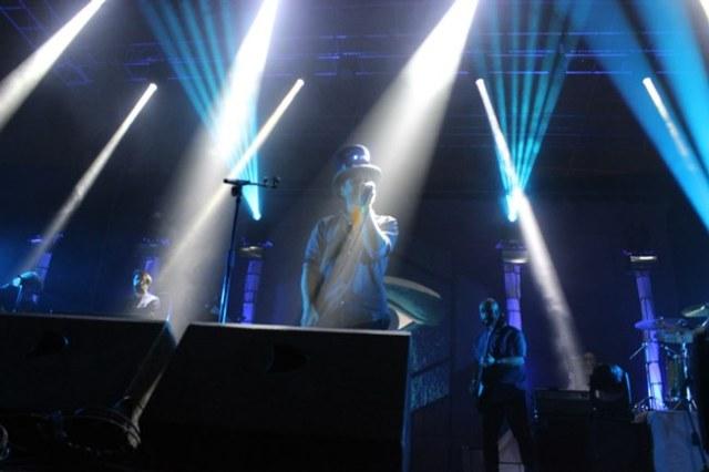Santi Balmes, de Love Of Lesbian, en plena actuación el viernes en Salamanca.