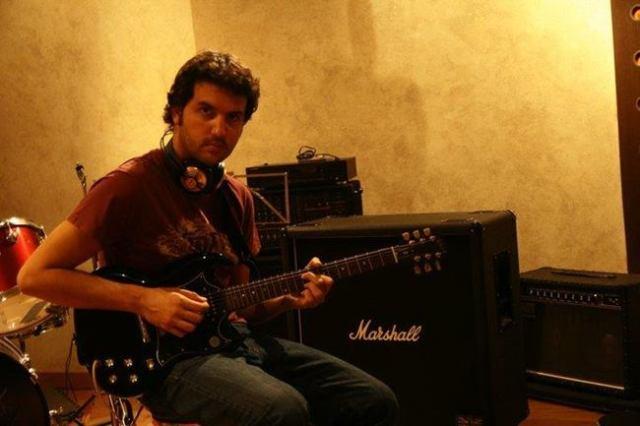 Lolo Herrero en es estudio de grabación.