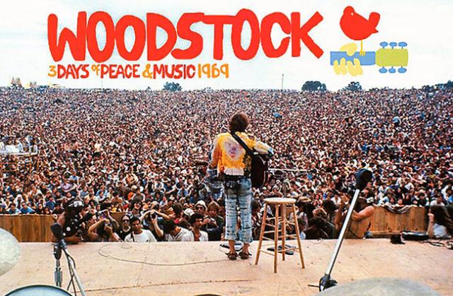 Mad cool nos transporta hasta los años 60 para que vivamos el festival de Woodstock.