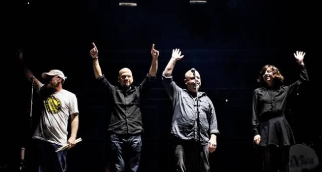 Pixies durante un concierto de 2016.