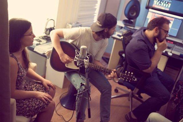 Fizzy Soup presentara su nuevo tema ¨Down ina bottle¨este sábado en Radio 3