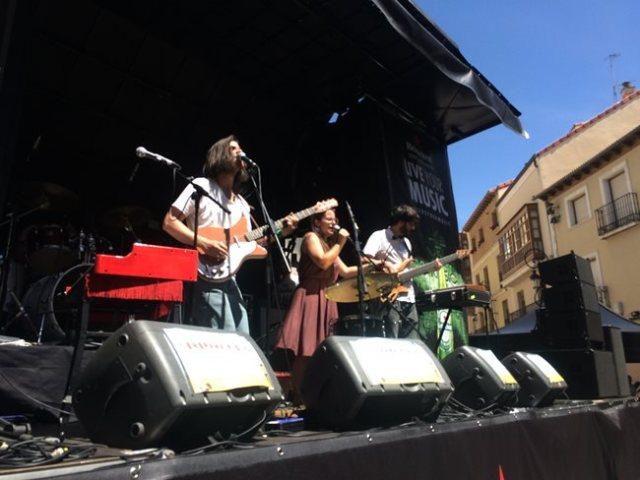 Fizzy Soup durante su concierto en la Plaza De La Sal.