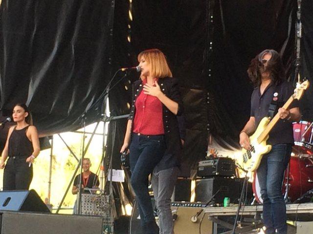 La impactante voz de Aurora & The Bretrayers animo el cominzo de la segunda jornada del Festival Gigante.