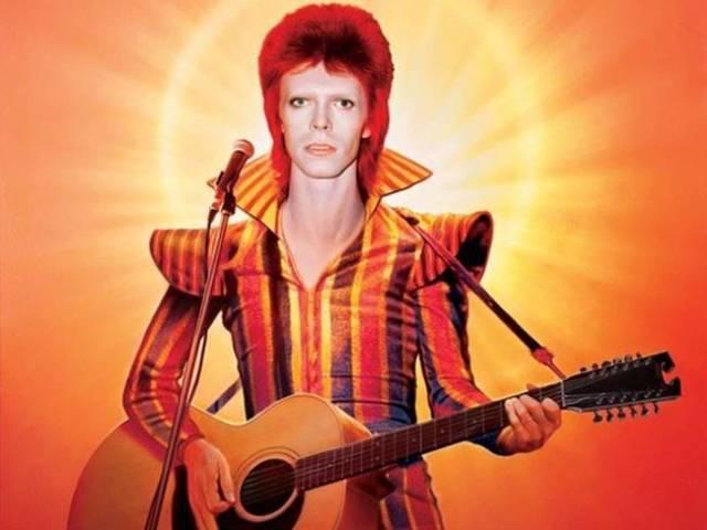 David Bowie en su etapa glam