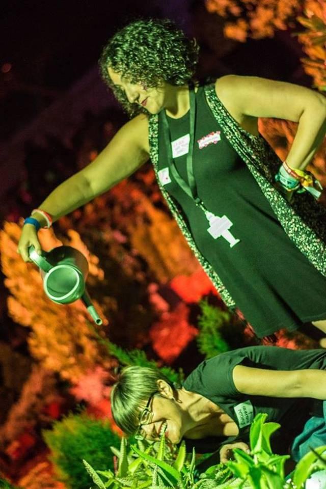 Las chicas de Colectivo de raro Propósito liandola en el pasasdo Sonorama Ribera