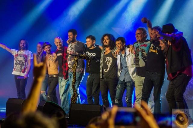 Los artistas invitados junto a La Fuga
